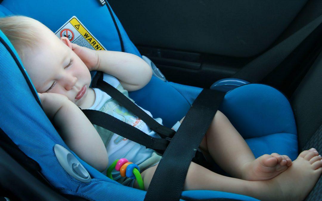 Los peores errores que comentemos al llevar a los niños en coche.