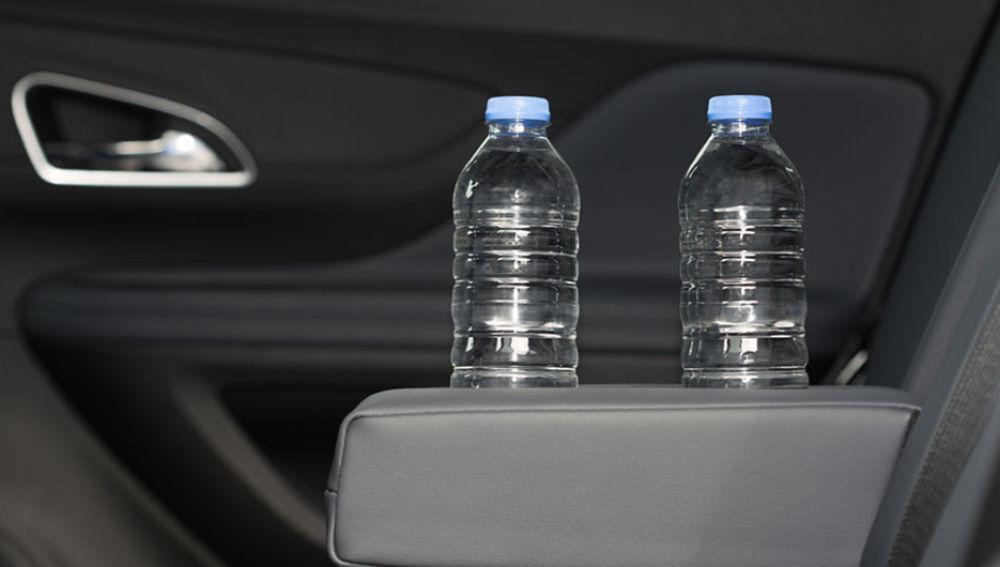 ¿Llevas una botella de agua en el coche?